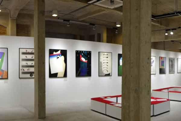 Сяраку глазами современных японских художников