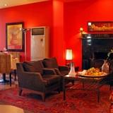 Lobby & Bar - Betsy's Hotel