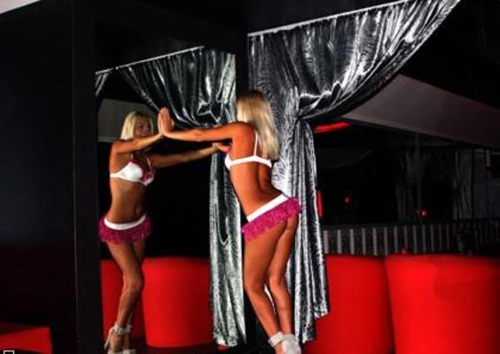 Hooters strip club